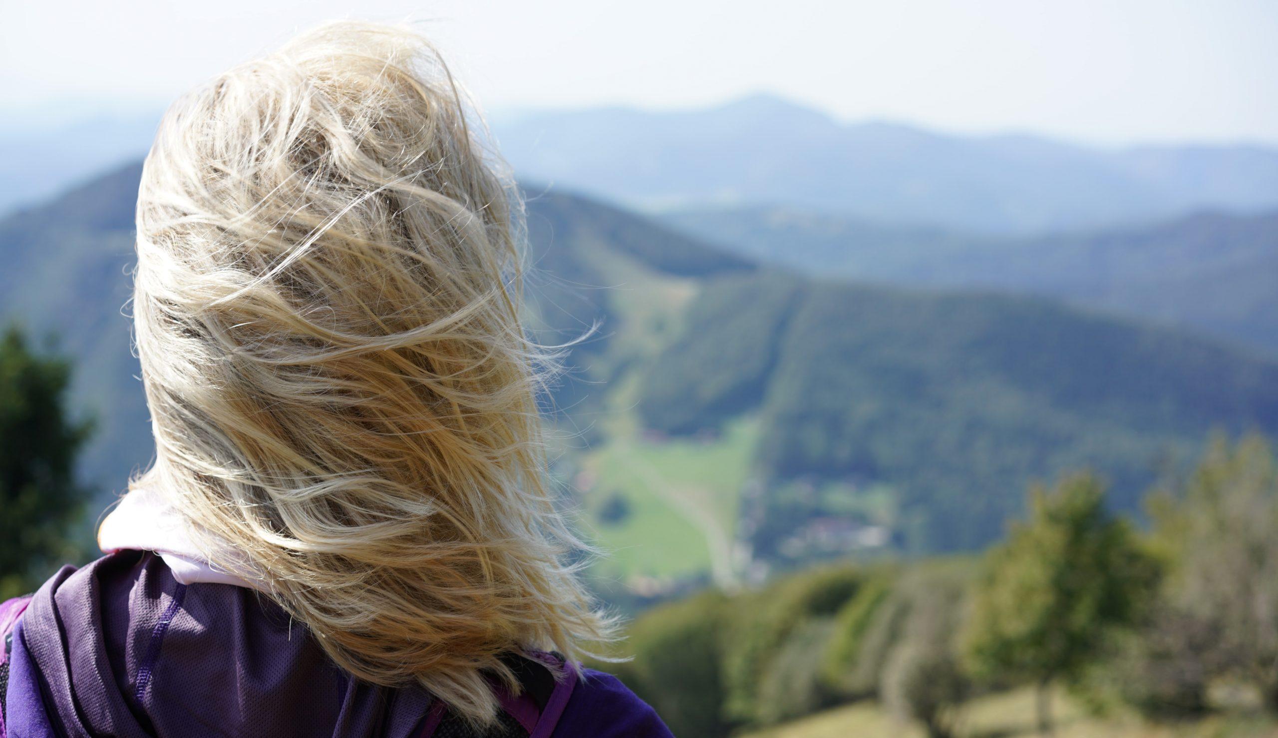 pohľad na dolinu z kľaku